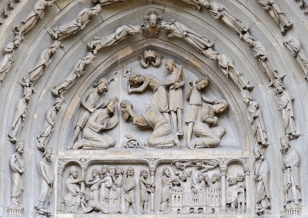 Deze reliëf in de basiliek van St. Denis te Parijs toont de onthoofding van de heilige Denis en zijn metgezellen Rustique en Eleutherius. (foto: Wikimedia/Myrabella)