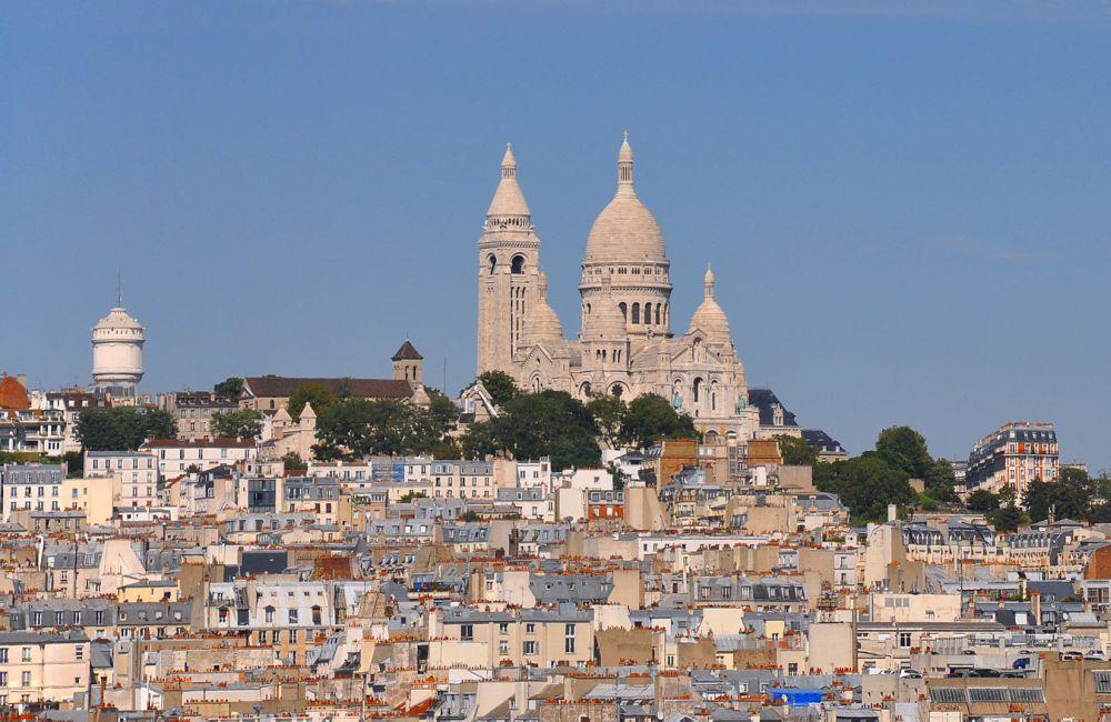Uitzicht op Montmartre en de Sacré-Cœur. foto: Wikimedia/Moonik)